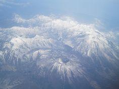 黒姫山(手前),妙高山(右手)(日本)
