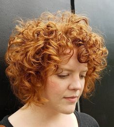 50 Sexy and Sassy Short Wavy Hairstyles - Hair Adviser - Best Haircuts and Hairstyles for Women in 2019 Frizzy Wavy Hair, Short Natural Curly Hair, Short Wavy Bob, Wavy Curls, Short Brown Hair, Short Hair With Bangs, Short Hair Cuts, Curly Bob, Wavy Layered Haircuts
