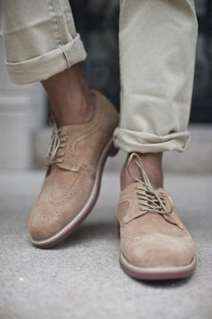 Beige brogues for the casual look Suede Shoes, Men's Shoes, Dress Shoes, Shoes Men, Beige Shoes, Leather Sandals, Sharp Dressed Man, Well Dressed Men, Look Man
