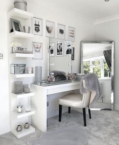10 vanity mirrors with light ideas you need to spruce up your vanity table GirlsRoom AmourRoom BestBedroomGirls VanityMirrorWithLights - Room Ideas Bedroom, Bedroom Decor, Master Bedroom, Decor Room, Room Decorations, Beauty Room Decor, Makeup Room Decor, Cozy Bedroom, Beauty Room Ideas At Home