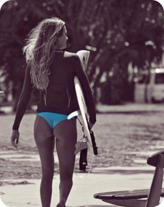 Alana Blanchard A large collection of photos of beautiful girls on the beach, in the car, in the countryside. Look more. Surf Girls, Female Surfers, Alana Blanchard, Skate Girl, Beautiful Athletes, Beach Attire, Girl Inspiration, Glamour, Surfs