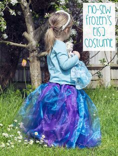 My little girl is obsessed with Frozen. We have to call her Elsa so I made her this no-sew Queen Elsa costume. Disney Frozen Party, Frozen Birthday Party, Elsa Frozen, Frozen Kids, Book Day Costumes, Up Costumes, Halloween Costumes, Halloween 2014, Holidays Halloween