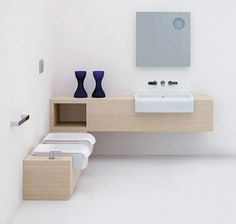 ensemble de meubles de salle de bain en bois clair avec un sanitaire blanc intégré - meuble vasque modèle UNA