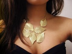 Collar hojas doradas