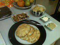 Pastinhas e pão árabe