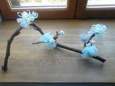 Sarment de vigne fleuri (ruban organza et fleurs de perles)