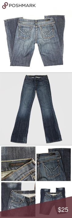 """Citizens of Humanity Women's Jeans Margo #85 Sz 28 Citizens of Humanity By Jerome Dahan Margo #85 Stretch Used Size 28  Heavy Factory Distress Back: Around pockets, inner back of kne, at bottom of pants leg in middle  Flaws: Back left leg, has been circled in 7th picture, a closer view in 8th photo, jeans are perfect other than this flaw, on from a distance the flaw blends with the factory distressing and looks like it inside purposely like that  Waist:29"""" Length:40.5"""" Inseam: 32.5"""" Hip: 36""""…"""