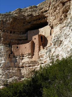 Montezuma Castle National Monument, Arizona (photo by Jeff Stvan) Visit Arizona, Arizona Travel, Monteverde, Beautiful Vacation Spots, Beautiful Places, Camp Verde Arizona, Sedona Arizona, Tucson, Montezuma Castle National Monument