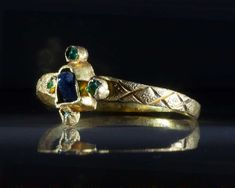 A Medieval Gold & Sapphire & Emerald Ring, ca 14th century A.D.