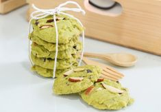 Matcha - Let's talk about it! Learn about matcha, a popular new super food - health benefits, how to use it and more. Matcha Cookies, Matcha Cake, Matcha Health Benefits, Green Tea Dessert, Low Gi Foods, Almond Meal Cookies, Green Tea Ice Cream, Green Tea Recipes, Matcha Smoothie
