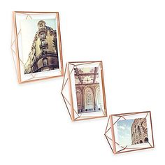 Transform a favorite photo into a work of art with the innovative Prisma Photo Frame from Umbra. The photo floats between 2 panes of glass in a sophisticated wire frame that adds a whole new dimension to home décor.