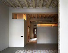 Vista interior. Reforma de vivienda en el Cabanyal por David Estal Herrero. Fotografía © Mariela Apollonio. Señala encima de la imagen para verla más grande.