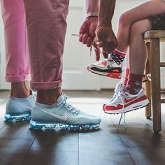 Like father like son! Keeping the young ones laced as well - nice! Best Sneakers, Kids Sneakers, High Top Sneakers, Sneakers Nike, Air Max 1, Nike Air Max Plus, Most Comfortable Sneakers, Chanel Purse, Bvlgari Bags