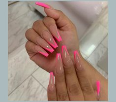 Chic, exquisite and gorgeous French tip nail is a classic nail art design type, which has become the trend of nail art design in recent years. French tip nails were first used by French models to make them look clean and beautiful. Beige Nails, Hot Pink Nails, Summer Acrylic Nails, Best Acrylic Nails, Pink Tip Nails, Ballerina Acrylic Nails, French Tip Acrylic Nails, Bright Pink Nails, Fancy Nails