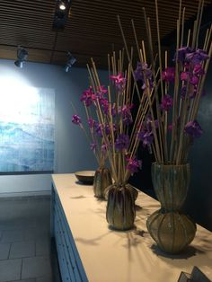 Beautiful flowers by Jane Packer and stunning @Jessica Zoob picture in Pavilion C concierge @NEOBankside