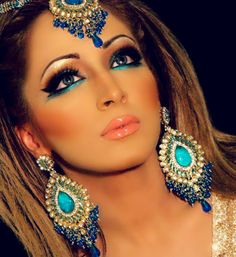 Wow... this make up and jewelery- it's so pretty! Nothing I could pull off, but still... so so pretty :)