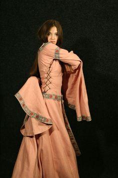 Fair Ladys Dress - Medieval Renaissance Clothing, Costumes