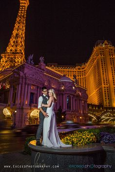 Why is Vegas one of the best places in the world to get married? Because it's so versatile! Las Vegas is a gorgeous place to have all kinds of fun . Las Vegas Wedding Photographers, Las Vegas Weddings, Destination Weddings, Las Vegas Strip, Las Vegas Photos, Vegas Fun, Paris Wedding, Dream Wedding, Wedding Pictures