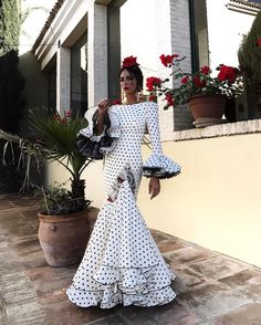 Discover recipes, home ideas, style inspiration and other ideas to try. Flamenco Costume, Flamenco Dancers, Flamenco Dresses, Flamingo Dress, Spanish Dress, Spanish Fashion, Dresscode, Dream Dress, Traditional Dresses