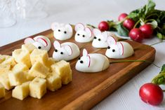 "I'm sure we've all either heard it or said it: ""don't play with your food!"". Let's make an exception, as these small keto mice are so cute, you will almost not want to eat them. A super fun way to keep the kids busy in the kitchen and an instant success on the cheese platter. Win-win!"