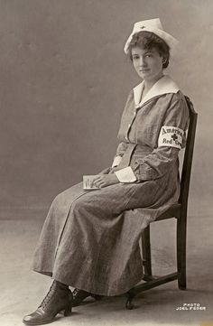 :::::::::: Antique Photograph :::::::::: World War l ~ American Red Cross Nurse