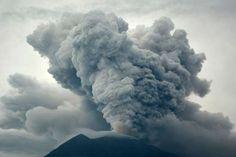 Volcanic eruption of Mount Agung as seen from Kubu village in Karangasem, Bali, Indonesia. Antara Foto/Fikri ... - REUTERS
