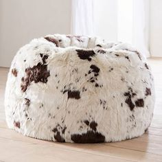 Beanbags furrr the win! Kick back, relax, and get cozy with our faux-fur beanbags. Both stylish and soft to the touch, this plush beanbag is a great seat for hanging out with friends, watching movies or doing homework. Western Bedroom Decor, Western Rooms, Country Western Decor, Horse Bedroom Decor, Cowgirl Theme Bedrooms, Western House Decor, Western Office, Cowboy Home Decor, Western Nursery