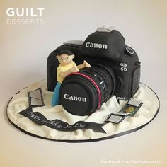 Another camera cake, with a cute addition at the viewfinder behind… Cake Icing, Fondant Cakes, Eat Cake, Cupcake Cakes, Cake Cookies, 18th Birthday Cake, Adult Birthday Cakes, Cake Design For Men, Cake For Boyfriend