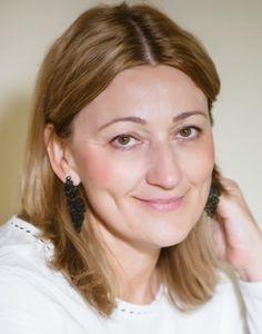 Gájatrí Szilassy Katalin jógaoktató. Gájatrí Szilassy Katica a Shanti Jóga-sziget (XIX. kerület) és a Lélekfa gyógyítóközpont alapítója. A jógát szívesen használja a női problémák terápiás kezelésére is (női jóga).