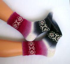 Hand knitted socks.Warm socks.Red,purple,pink,white,gray,black  batic yarn socks.Multicolor,elegant unisex socks (size M-L).Gift idea.