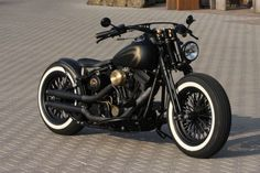 Customized Harley-Davidson Softail EVO Springer with Thunderbike rearfender-kit & whitewalls. Built by Thunderbike Customs Germany #harleydavidsondynalowrider
