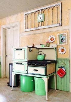 Amazing vintage green kitchen