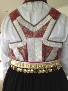 Tradisjon. Amli Tribal Dress, Wedding Costumes, Going Out Of Business, Bridal Crown, Folk Costume, Body Modifications, Festival Wear, Diy Stuff, Traditional Dresses