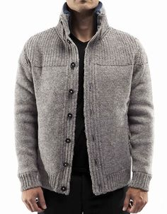 Knitted Jacket with soft and hiqh quality fabric in the inner part. The outer pa. Mens Knit Sweater, Knit Jacket, Pullover Design, Sweater Design, Mens Fashion Sweaters, Knit Fashion, Men's Fashion, Crochet Men, Pullover Outfit