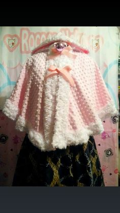 I just bought this capelet from rococoneko's etsy shop, pics when it arrives!
