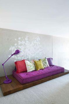 Assises sympa aux couleurs pétillantes dans la mezzanine