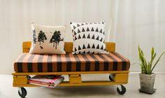 sofa amovible en palettes peintes jaunes