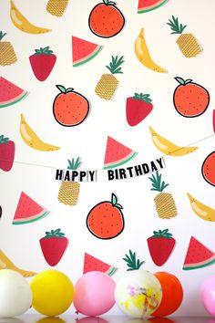 DIY Fruity Party Printables // Imprimible de frutas