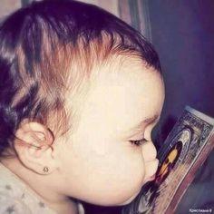 Baby loves Jesus Jean 3 16, Image Jesus, Jesus Christus, Christian Kids, The Good Shepherd, Jesus Pictures, Blessed Virgin Mary, God Loves You, Daughter Of God
