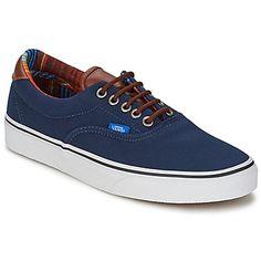 A la vez tendencia y sportswear, esta #deportiva baja de la marca #vans es un esencial. Tan actual como confortable, asocia color azul y forro en textil. El modelo Era 59 tiene un forro en textil. #zapatillas.