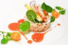 chicken, tuna, or quinoa salad in the middle
