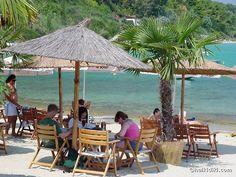 Photos of Athitos (Afitos), Kassandra, Halkidiki, Greece Places To Travel, Places To Visit, Halkidiki Greece, Beaches, Islands, Beautiful Places, To Go, Bucket, Patio