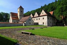 Výstava v Košiciach približuje stredoveké kláštory na Slovensku Home Fashion, Mansions, House Styles, Home Decor, Decoration Home, Manor Houses, Room Decor, Villas, Mansion