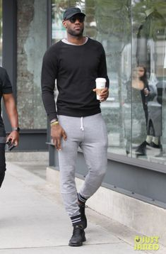 Athleisure Fashion, Athleisure Outfits, Best Casual Wear For Men, Men Casual, Sweats Outfit, Stylish Men, Mens Fashion, Mens Athletic Fashion, Suit Fashion