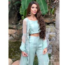 Pakistani Couture, Indian Couture, Indo Western Dress For Girls, Girls Fancy Dresses, Diwali Outfits, Velvet Dress Designs, Indian Fashion, Women's Fashion, Bridal Outfits