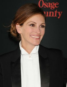 """Makeup artist Genevieve Herr gave Julia Roberts a stunning modern take on """"Old Hollywood"""" glam a with soft, defined eyes with a nude lip and a glowing cheek. #LancomeRedCarpet"""