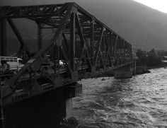 In travelogue: For incoming travelers headed for Manikaran, Diyar, Kasol or Manali, the Bhuntar-Hatithan bridge might be a simple landmark to look out for but for dwellers of the valley the bridge has been and continues to be a busy lifeline. The metal structure with its crisscross canvas of iron beams each weighing over a ton is also one of those every day architectures that inspite of being overlooked in favour of grandeur monuments comes with its own little history. See now…