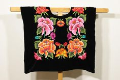 """♥About this huipil Handembroidery top- Ethnic vintage mexican blouse """"huipil de tehuana"""": Frida Kahlo-style- from Istmo de Tehuantepec, Oaxaca, Mexico Desing: hand-embroidery flowers, full embroidery back and front Fabric: black velvet, cotton lined Size: M ✂ --- Huipiles y vestidos"""