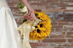 bouquet circolare composto da margherite gialle