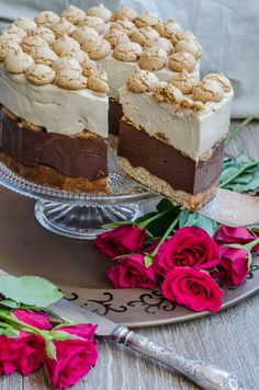 De ru788878 , r asta ŕ5 ciocolata si amaretti ma leaga niste amintiri tare placute! L-am pregatit cu drag cu ocazia aniversarii noastre,... Raspberry Torte, Romanian Desserts, Chocolate Torte, French Pastries, Something Sweet, Cookie Recipes, Cheesecakes, Bakery, Sweet Treats